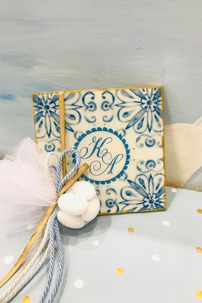 Μπομπονιέρα γάμου και βάπτισης σουβέρ φλοράλ με λουλούδια σε μπλε αποχρώσεις