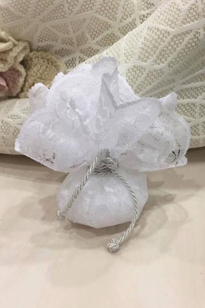 Μπομπονιέρα γάμου πουγκί δαντέλα-κορδόνι