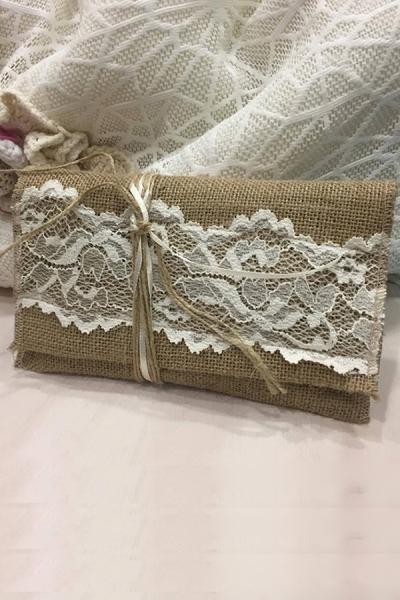 Μπομπονιέρα γάμου φάκελος λινάτσα-δαντέλα