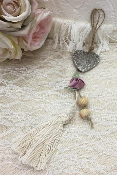 Μπομπονιέρα γάμου καρδιά μεταλλική κρεμαστή