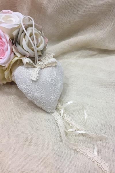 Μπομπονιέρα γάμου κρεμαστή καρδιά